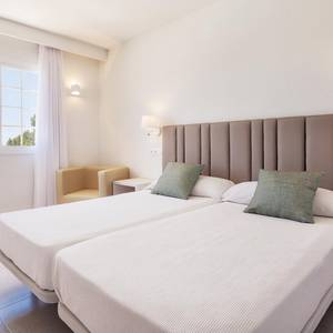 2 bedroom apartment hotel ilunion menorca cala galdana