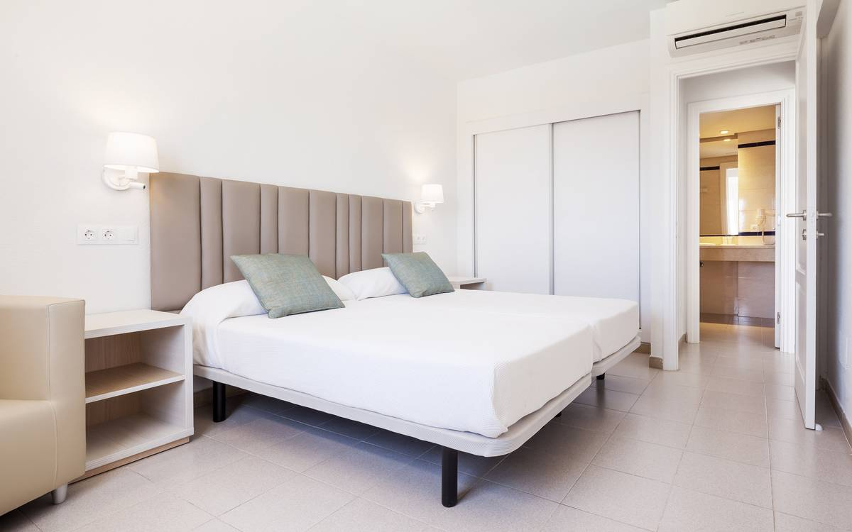 Apartments with patio hotel ilunion menorca cala galdana